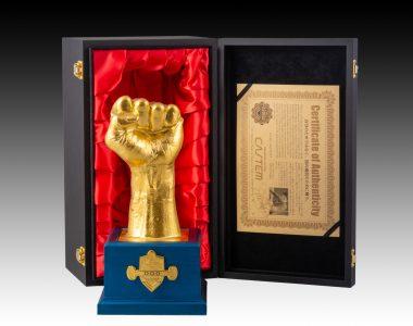 伝説のボクサー フィリピンの英雄 マニー・パッキャオ 幻の左拳トロフィー 【24金メッキモデル】 本人から型採り